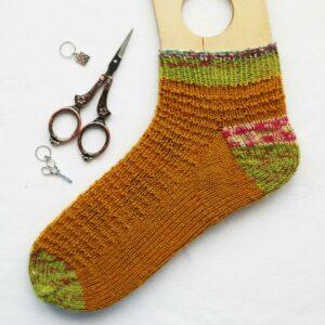 como tejer calcetines de abajo hacia arriba con talón heel flap