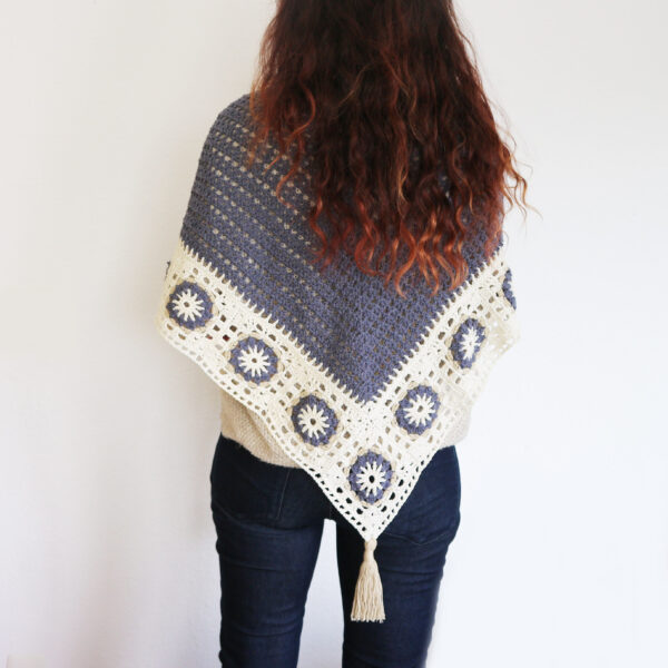 crochet pattern triangular shawl with granny squares
